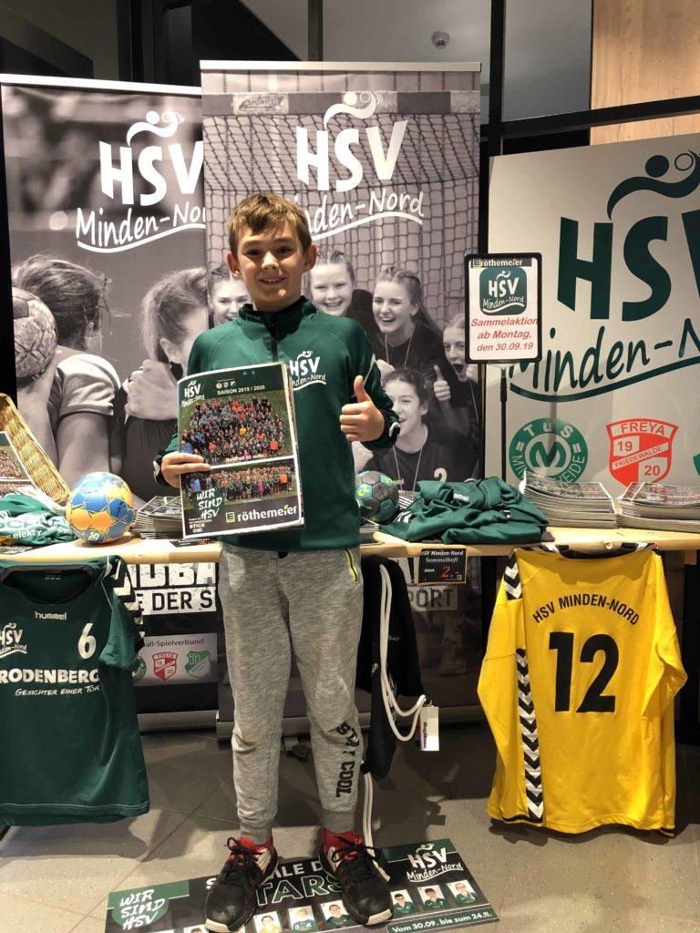 Tristan Müller von den D-Jungen hat sein Album als erster Sammler voll!
